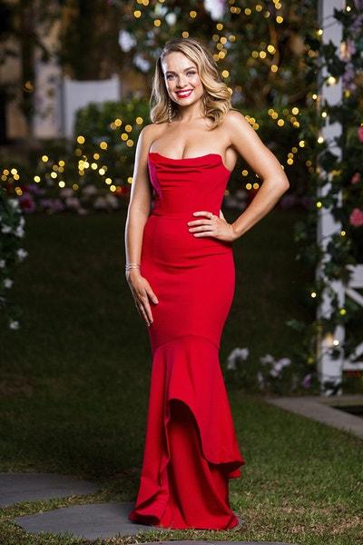 Abbie Chatfield - Bachelor Australia - Season 7 - Discussion  - Page 3 Fee5b1ffd33080e5cb1b34262c74bbae-548556