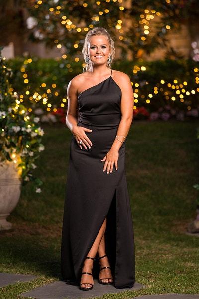Elly Miles - Roasting Marshmallows/White Dress - Bachelor Australia - Matt Agnew - Season 7 - *Sleuthing Spoilers* - Page 8 Db6b7d5641af29b08c218f2cf581d5bc-646295